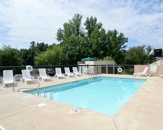Country Inn & Suites Shelby, NC - Shelby - Bazén