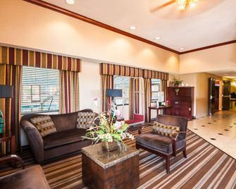 Comfort Inn & Suites - North East - Лоббі