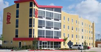 Red Roof Inn & Suites Beaumont - בומונט
