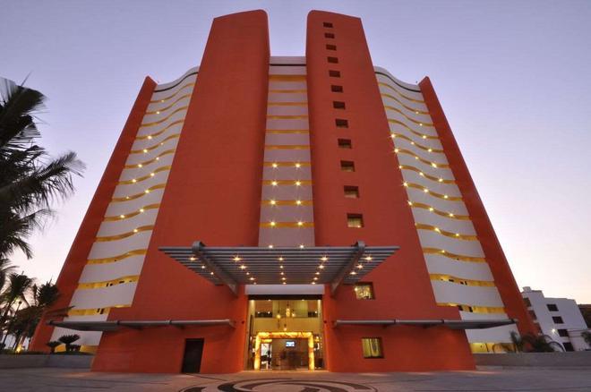 Sunset Plaza Beach Resort & Spa - Puerto Vallarta - Building