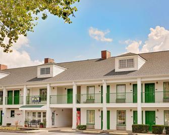 Days Inn by Wyndham Spartanburg - Spartanburg - Building
