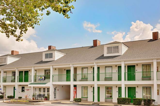Days Inn by Wyndham Spartanburg - Spartanburg - Κτίριο