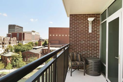 Embassy Suites by Hilton Greenville Downtown Riverplace - Greenville - Balcony