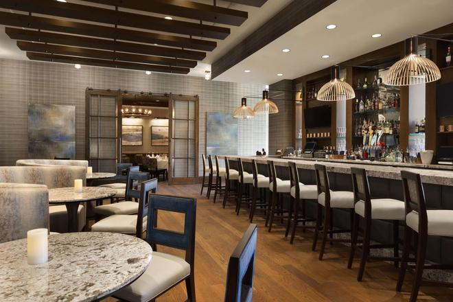 Embassy Suites by Hilton Greenville Downtown Riverplace - Greenville - Bar