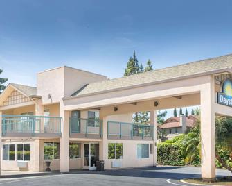 Days Inn by Wyndham Redwood City - Redwood City - Gebäude