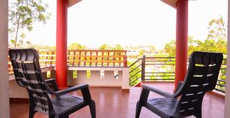 Coorg Girinivas Deluxe Homestay-Wi-Fi - Madikeri - Balcony