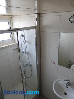 Sunflower Hotel Apts - Larnaca - Bathroom