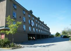 Mountain Retreat Hotel - Squamish - Building