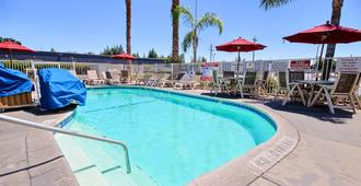 Motel 6 Fresno Blackstone South - Fresno - Pool