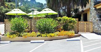 Best Western Park Crest Inn - Monterey - Außenansicht