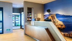 SpringHill Suites by Marriott The Dunes on Monterey Bay - Marina - Front desk