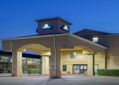 Days Inn by Wyndham Dallas Garland West - Garland - Building