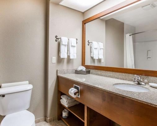 Comfort Inn - Benson - Bathroom