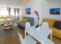 Beach View Apartments and Studios - Tel Aviv - Living room