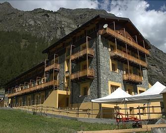 Hotel Foyer De Montagne - Cogne - Building