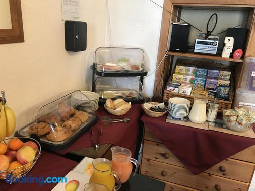 The Redcliff - Weymouth - Buffet