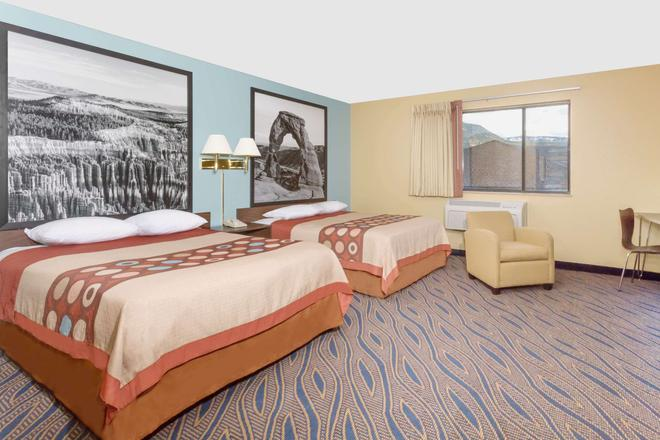 Super 8 by Wyndham Cedar City - Cedar City - Makuuhuone