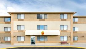 Super 8 by Wyndham Cedar City - Cedar City - Building