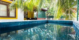 Backpacker Villas - Colombo - Piscina
