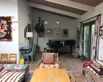 Ojai Valley East End Chic Ranch Home & Orchard on 3 Acres w/ gorgeous 360 views - Ojai