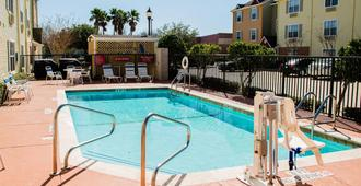 Towneplace Suites By Marriott Houston Nasa/Clear Lake - יוסטון - בריכה
