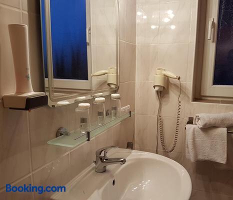 Legend - Gernsheim - Bathroom