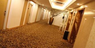 All Sedayu Hotel Kelapa Gading - ג'קרטה - מסדרון