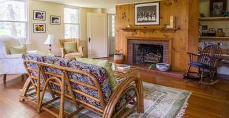 Le Petit Chateau Inn - Hyde Park - Living room