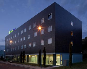 Holiday Inn Express Pamplona - Pamplona - Building