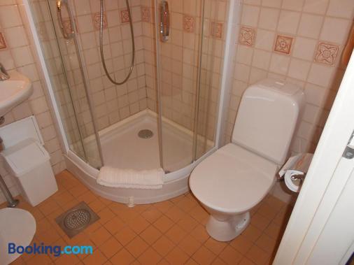 Poska Villa Guesthouse - Tallinn - Bathroom