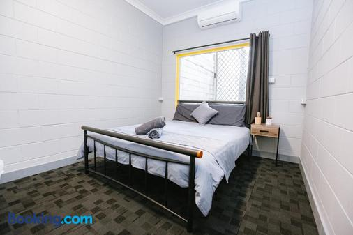 Mad Monkey Backpackers Village - Cairns - Bedroom