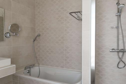 The Originals Boutique, Hôtel Normandie, Auxerre (Inter-Hotel) - Auxerre - Bathroom