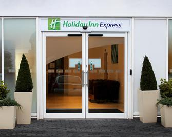 Holiday Inn Express Wakefield - Wakefield - Building