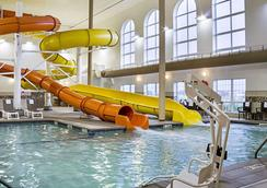 Comfort Suites - Minot - Bể bơi