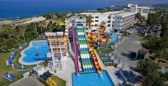 Laura Beach & Splash Resort - Paphos - Bể bơi