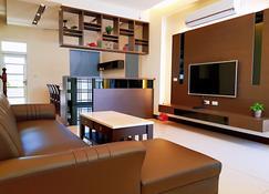 Mrs. Cheng's Guesthouse - Baisha Township - Living room
