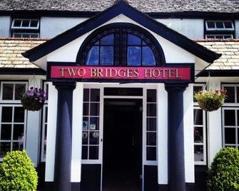 Two Bridges Hotel - Yelverton - Building