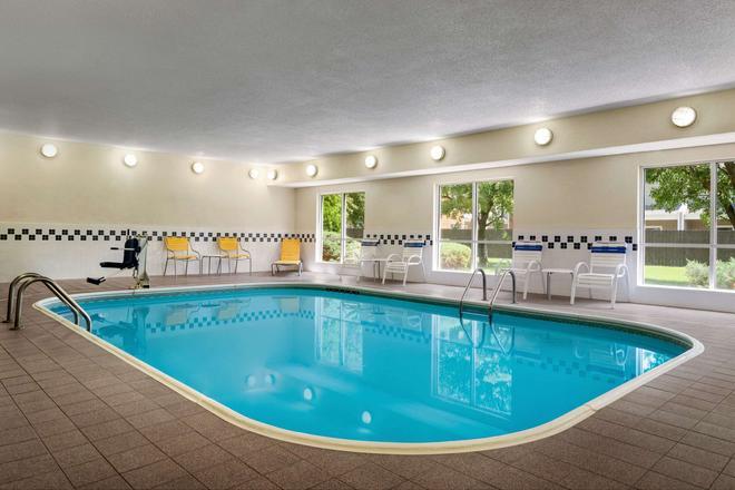 Baymont by Wyndham Tulsa - Tulsa - Pool
