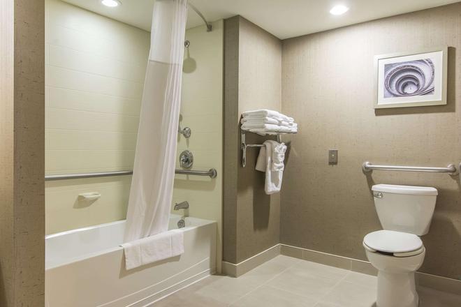 四之會議中心飯套房店中央高登精選 M 酒店 - Sault Ste. 馬力 - 蘇聖瑪麗 - 浴室