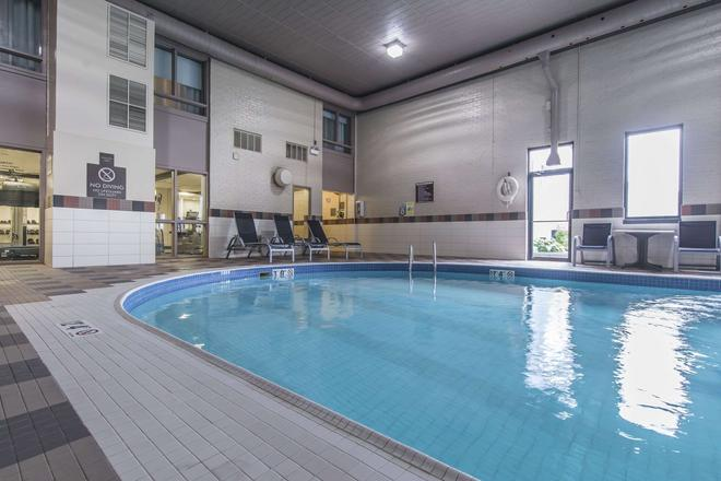 Quattro Suites & Conf. Centre, an Ascend Hotel Collection Member - Sault Ste Marie - Πισίνα