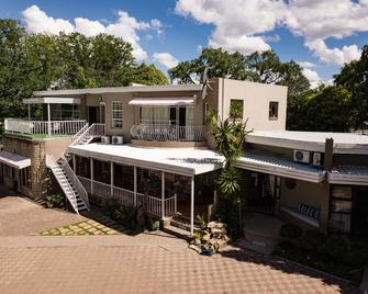 Woodpecker Guesthouse - Ficksburg - Будівля