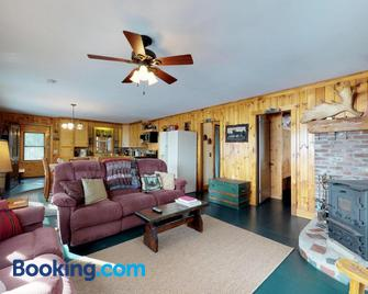 Lower Wilson Pond Refuge - Greenville - Living room