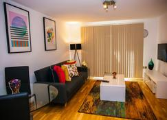 Superior 2 bedroom Apartments - Welling - Wohnzimmer