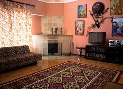 Tagaytay Karakol Hotel - Karakol - Living room