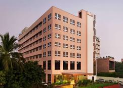 Ramada by Wyndham Jamshedpur - Jamshedpur - Building