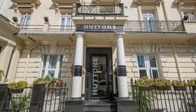 OYO Flagship Huttons - London - Building
