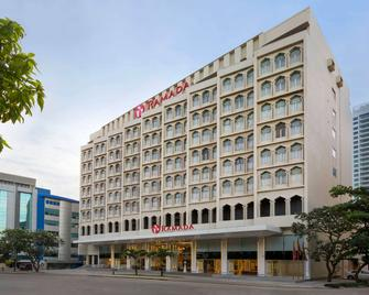 Ramada by Wyndham Colombo - Colombo - Building