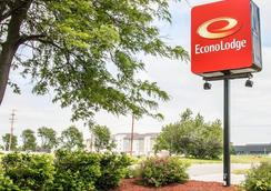 Econo Lodge - Kalamazoo - Outdoor view