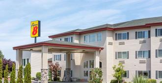 Super 8 by Wyndham Central Pt Medford - Medford