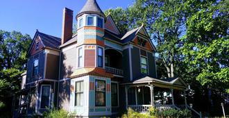 Innisfree Bed and Breakfast - South Bend - Building